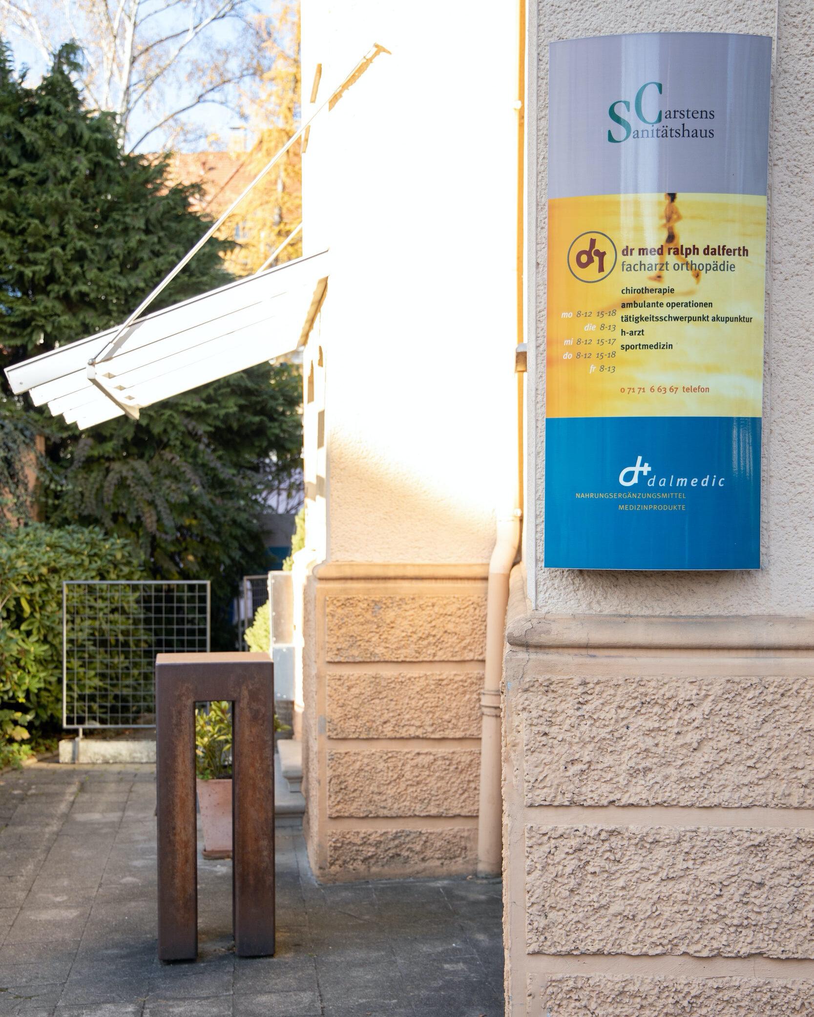 Hauseingang Dr. Dalferth Orthopäde Schwäbisch Gmünd